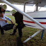 1 8-Rettung Konrad aus dem Flugzeug