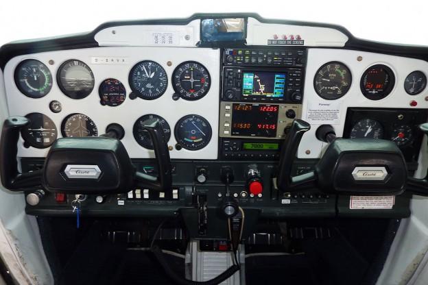 DEAVX cockpit1